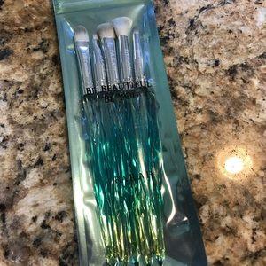 F.A.R.A.H  Show me Magic Blue eye makeup brushes